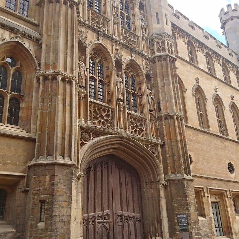 Foyer sur la vieille architecture de construction européenne historique photo stock