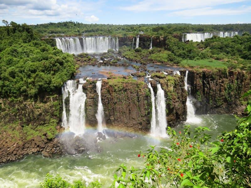 Foz gör Iguaçu, partisk sikt av några sekundära nedgångar av de Iguaçu nedgångarna och delen av floden arkivfoto
