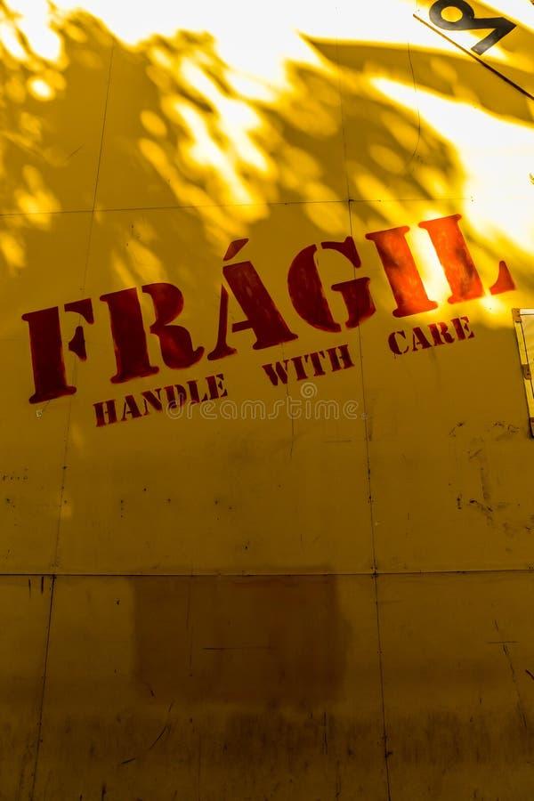 Frágil - punho com cuidado foto de stock royalty free