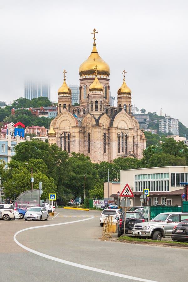 Frälsareomgestaltningdomkyrkan under konstruktion i Vladivostok i Primorsky Krai royaltyfria foton