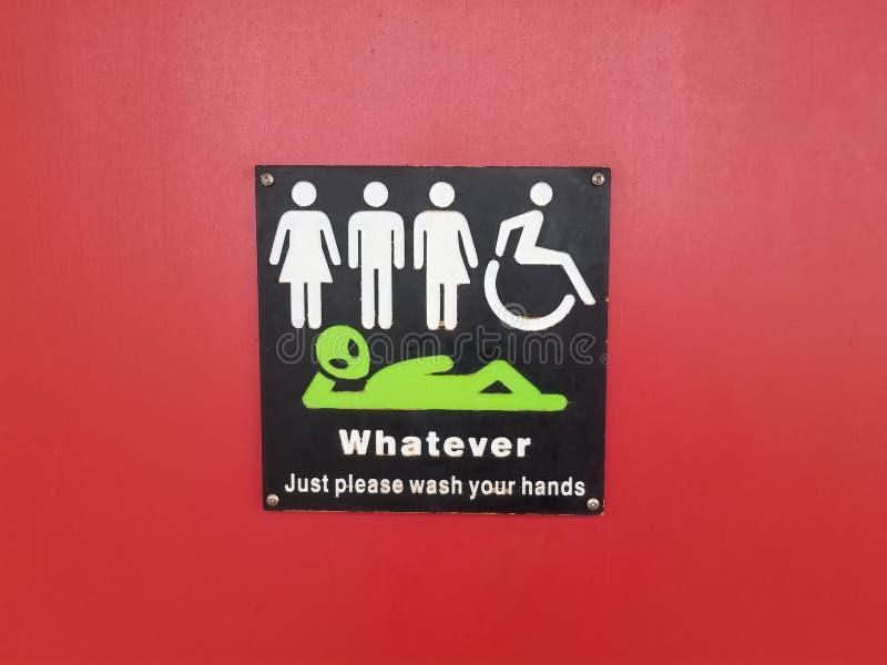 främlingen för handikappade personer för kvinnamantransgenderen vad som helst behar, tvättar dina händer undertecknar på röd dörr arkivbilder