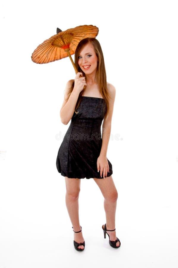 främre barn för kvinna för holdingparaplysikt fotografering för bildbyråer