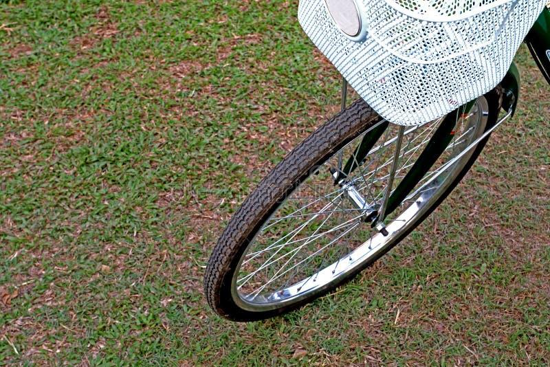 främre del av cykeln royaltyfria foton