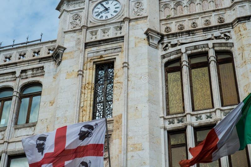 Främre fasad av den Palazzo civicoen, Cagliari, Sardinia, Italien royaltyfri bild