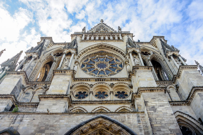 Främre kyrka i Reims arkivbilder