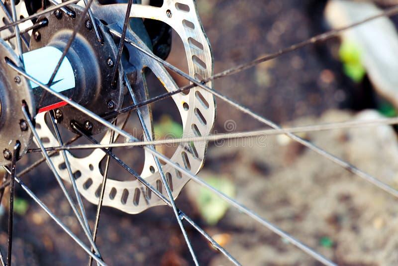 Främre mountainbikehjulnärbild royaltyfria bilder