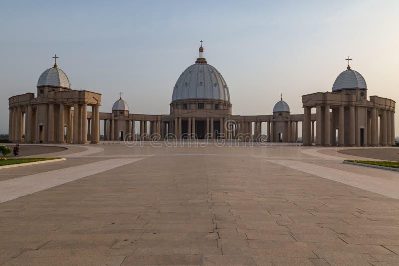 Främre sikt av basilikan av vår dam av fred fotografering för bildbyråer