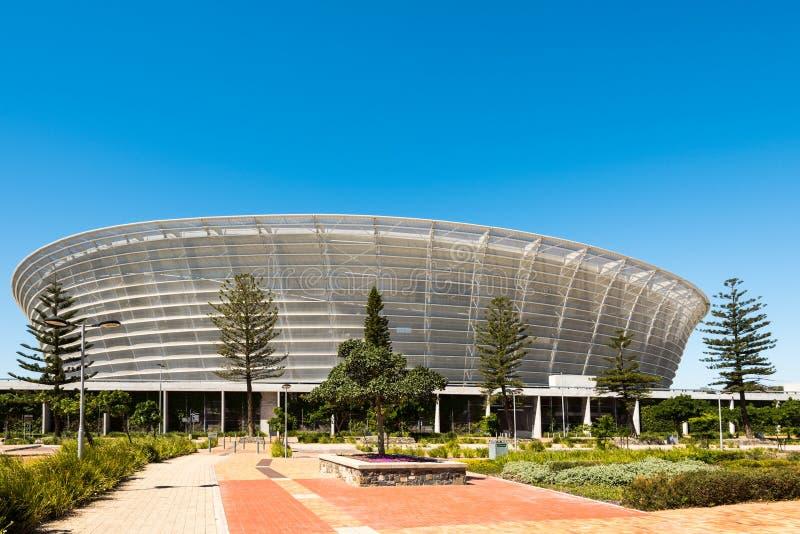 Främre sikt av Cape Town stadion på grön punkt arkivfoton