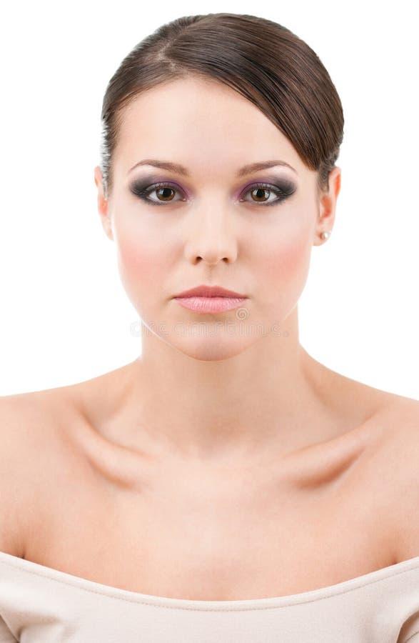 Främre sikt av den härliga kvinnan med kall makeup fotografering för bildbyråer
