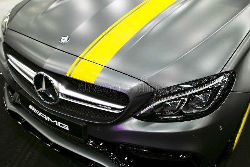 Främre sikt av en Mercedes Benz C 63s kupé 2017 främre billykta Mörk Matt färg Bilyttersidadetaljer fotografering för bildbyråer