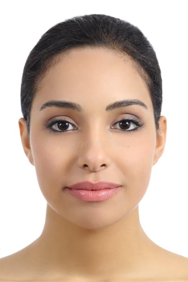 Främre sikt av en slät kvinnaansiktsbehandling arkivfoto