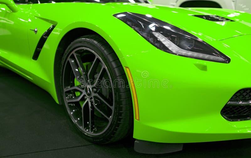 Främre sikt av ett gröna Chevrolet Corvette Z06 Bilyttersidadetaljer royaltyfri fotografi