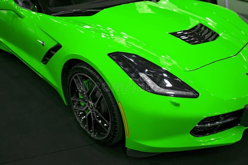 Främre sikt av ett gröna Chevrolet Corvette Z06 Bilyttersidadetaljer fotografering för bildbyråer