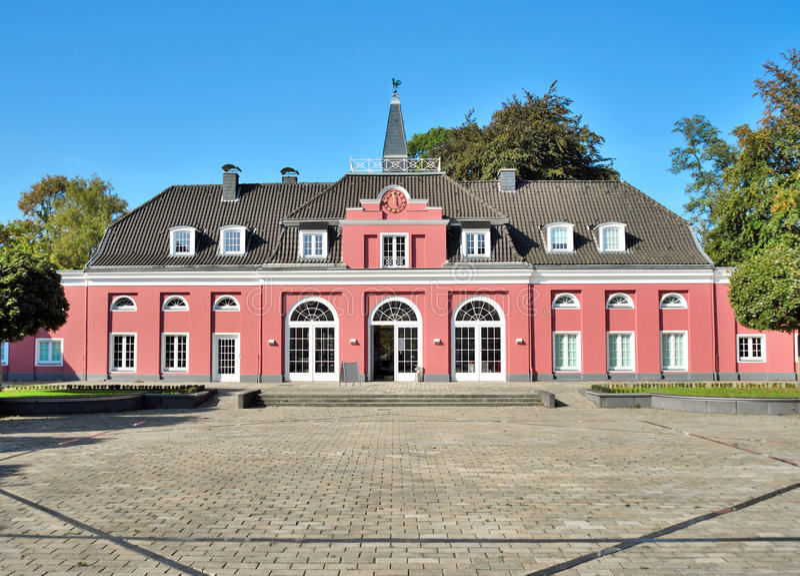 Främre sikt av Schloss Oberhausen arkivbild