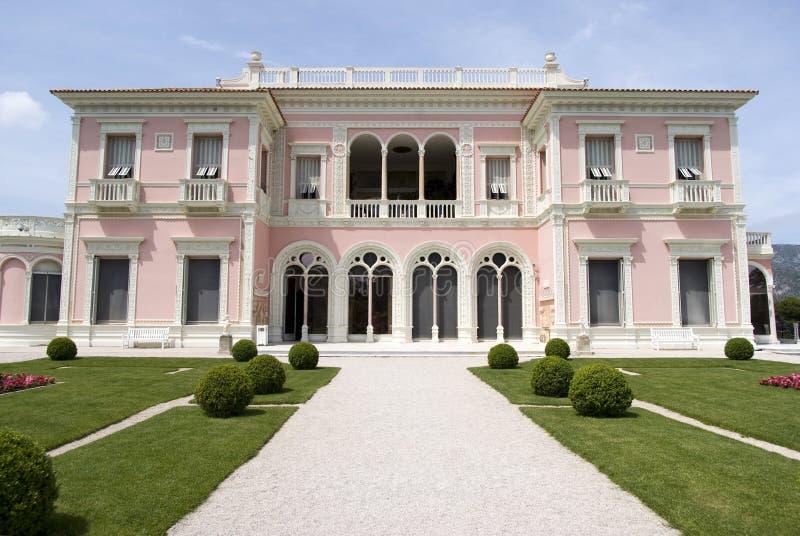 Främre sikt av villan Ephrussi de Rothschild arkivbild