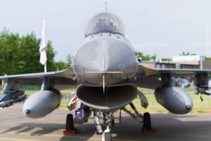 Främre sikt för jaktflygplan F16 royaltyfria foton