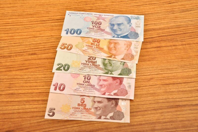 Främre sikt för olika sedlar för turkisk lira royaltyfria bilder