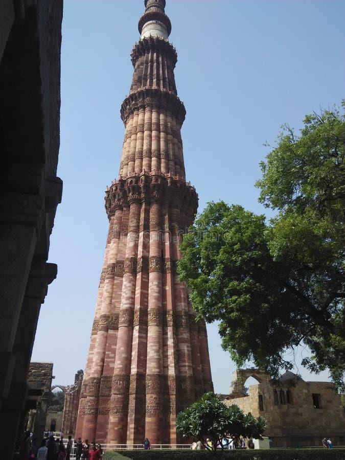 Främre sikt Qutub Minar Delhi Indien royaltyfri foto