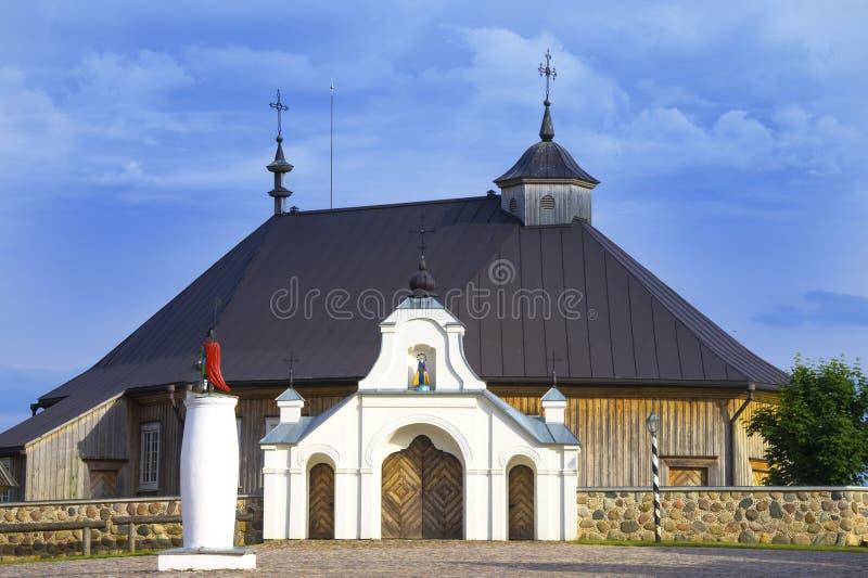 Främre tillträde av den Mary Visitation för födelsemoder kyrkan, Rumsiskes, Kaunas område, Litauen arkivfoto