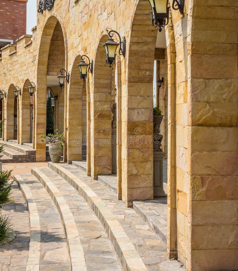 Främre yttersida av tegelstenbyggnad royaltyfria bilder