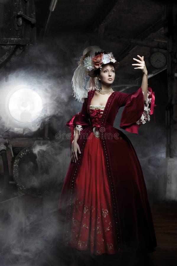 Fräulein im alten Kleid mit Serie lizenzfreie stockfotografie