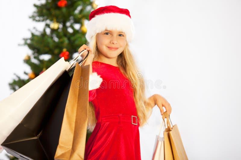 Fräulein Sankt mit Einkaufenbeuteln lizenzfreie stockfotos