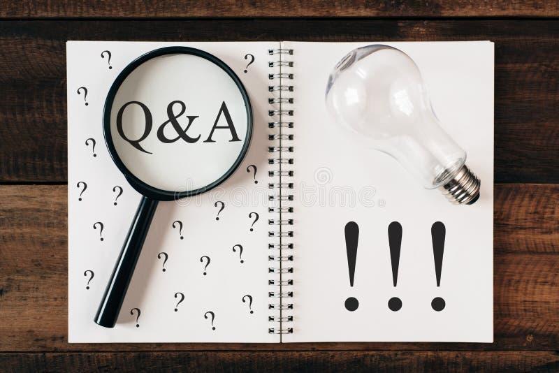 Fråge- och svarsbegrepp Q&A royaltyfria bilder