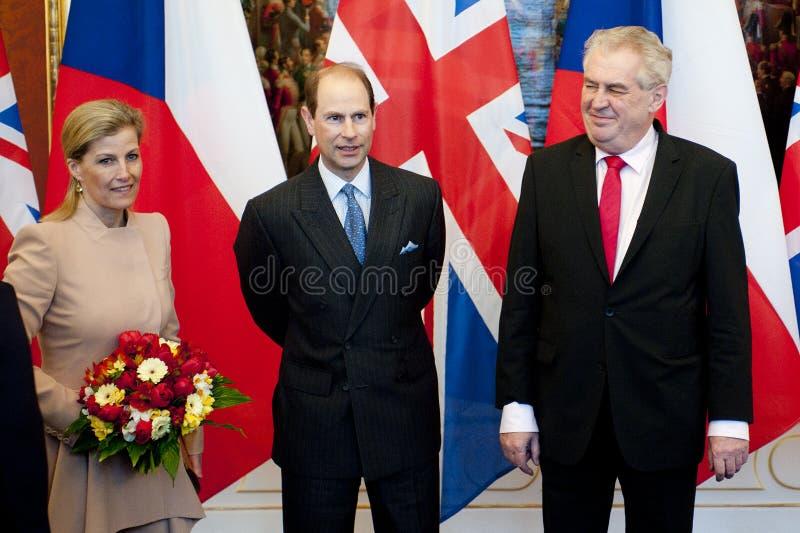 Countess Sophie, Prince Edward och presidentMilos Zeman royaltyfri bild