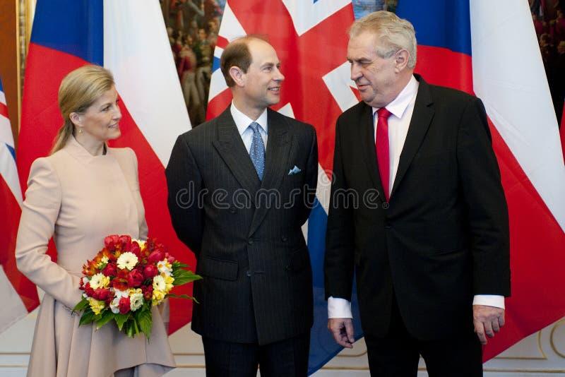 Countess Sophie, Prince Edward och presidentMilos Zeman royaltyfri fotografi