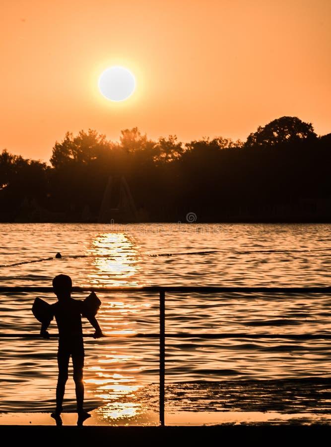 Från jord till solen arkivfoton