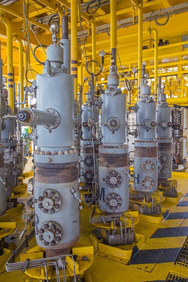 Frånlands- fossila bränslenplattform, säkerhetsventil för det stängda nödläget medan plötsligt processrubbning arkivbild