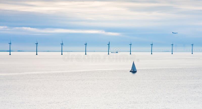 frånlands- wind för tidig lantgårdmorgon royaltyfri foto