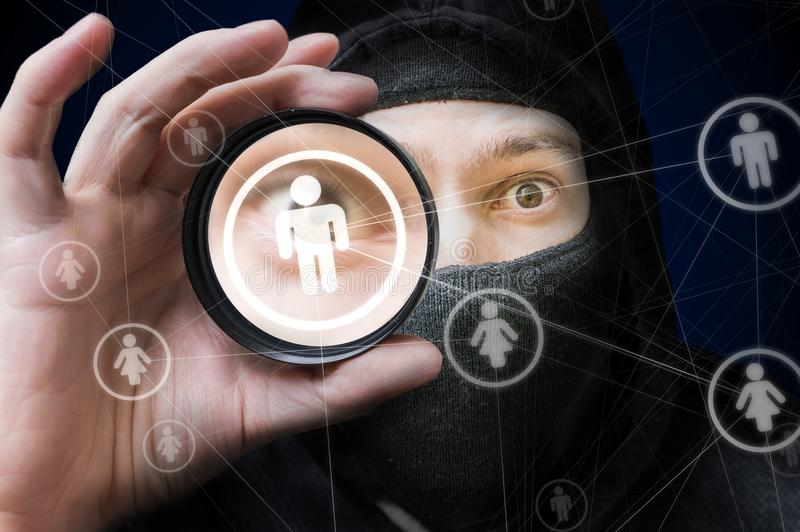 Frère et concept social de sécurité de réseaux L'espion observe sur le compte utilisateur images stock