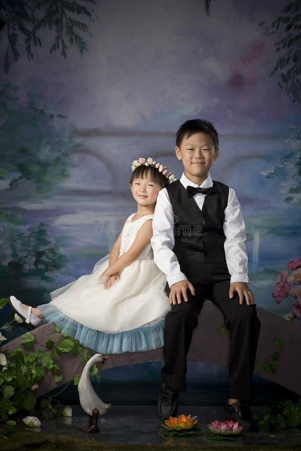 Frère et soeur chinois photo stock
