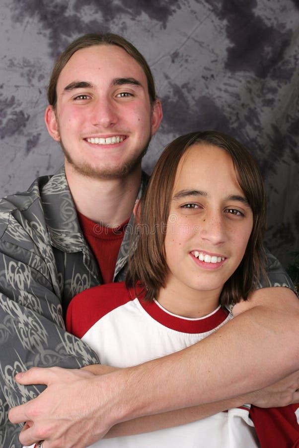 Frères de l'adolescence - hésitation photo stock