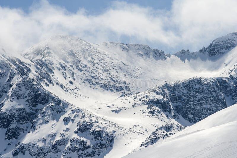Frío y fuerte viento en la montaña de Rila foto de archivo libre de regalías