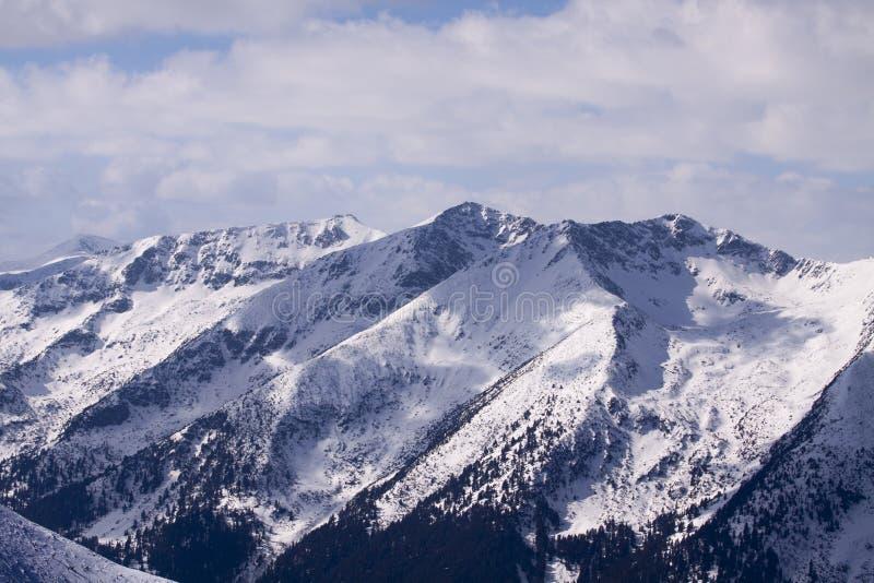 Frío y fuerte viento en la montaña de Rila imagen de archivo libre de regalías