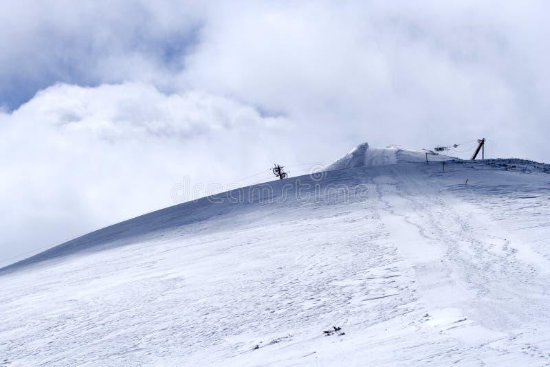 Frío y fuerte viento en la montaña de Rila fotografía de archivo libre de regalías