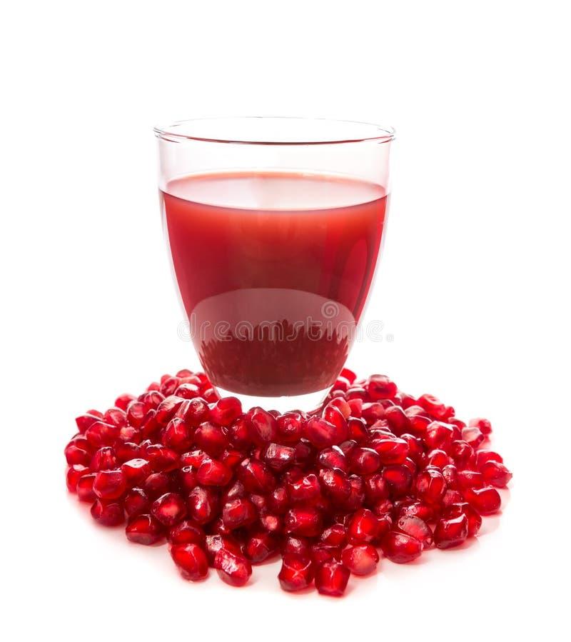 Frö och fruktsaft av en granatäpple royaltyfri bild