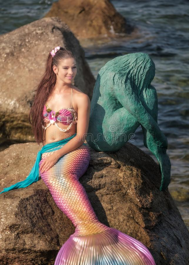 Fröcken Mermaid International 2016 med en Sirenella royaltyfri fotografi