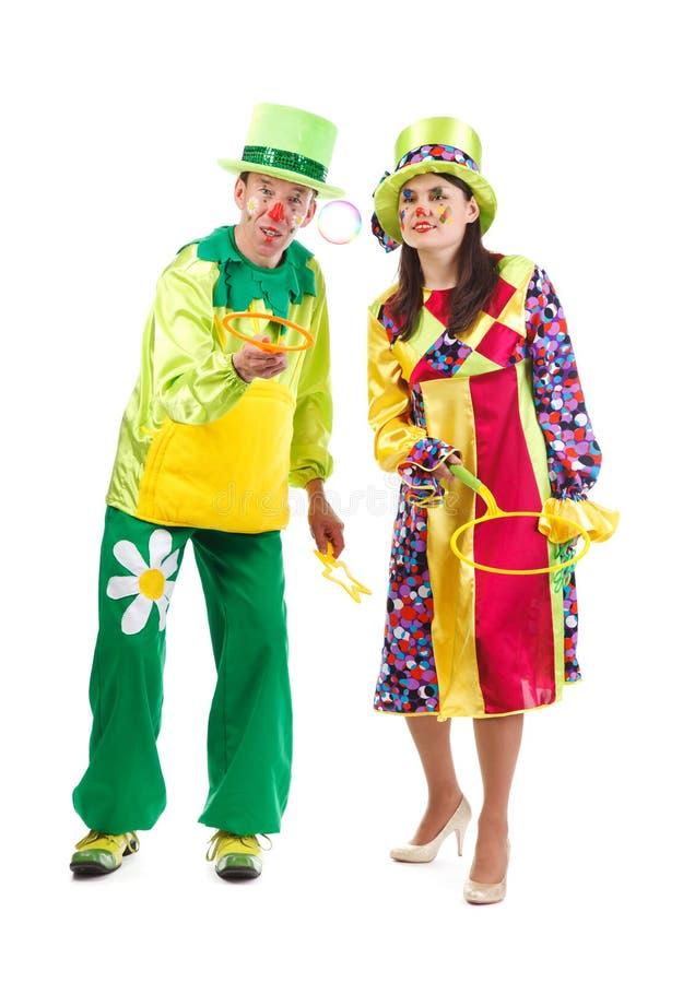 Fröhliche Clowne, die mit Blasen spielen stockbilder
