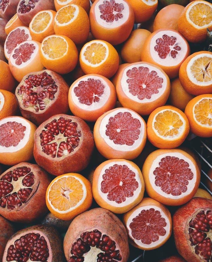 Früchte auf dem Grill stockfoto