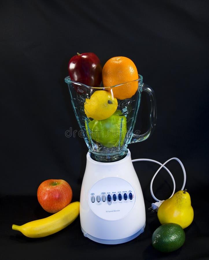 Früchte in der Mischvorrichtung   lizenzfreies stockbild