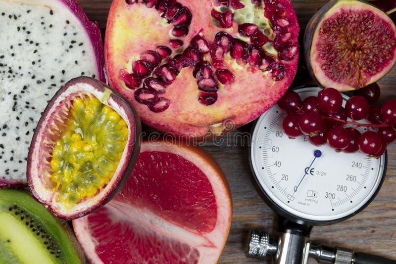 Früchte holen Gesundheit und niedrigeren Blutdruck lizenzfreie stockfotografie