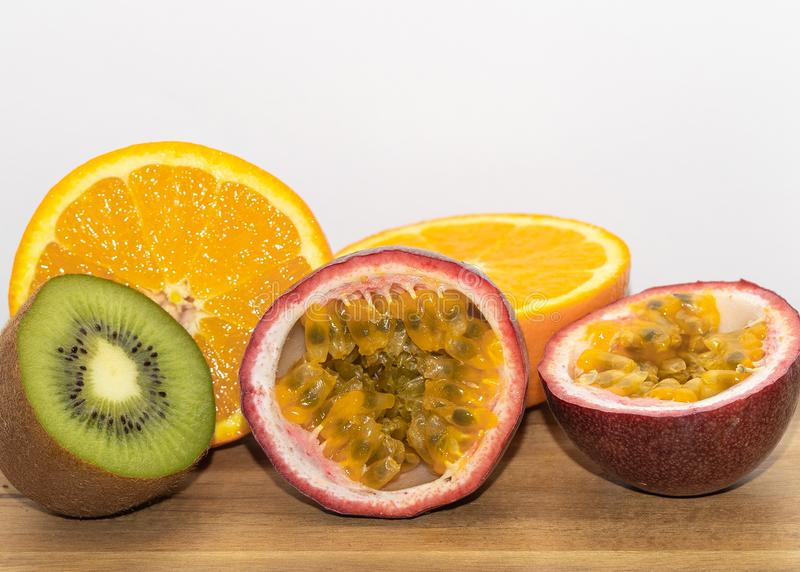 Früchte Kiwi vitamin Orange Maracujas lizenzfreies stockbild