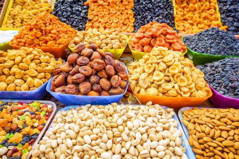 Früchte und Muttern lizenzfreies stockbild