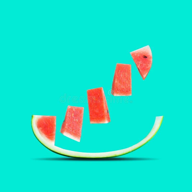 Früchte und Sommerkonzeptidee mit Wassermelone in buntem stockbilder
