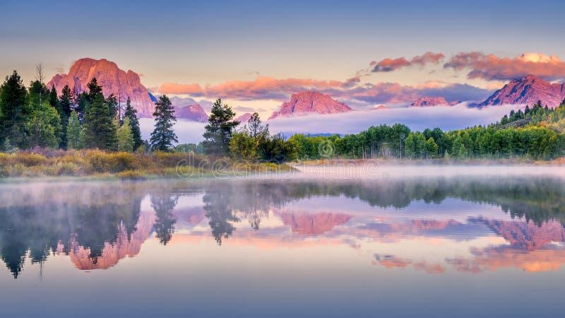 Früher Autumn Sunrise an Oxbow-Biegung lizenzfreie stockbilder