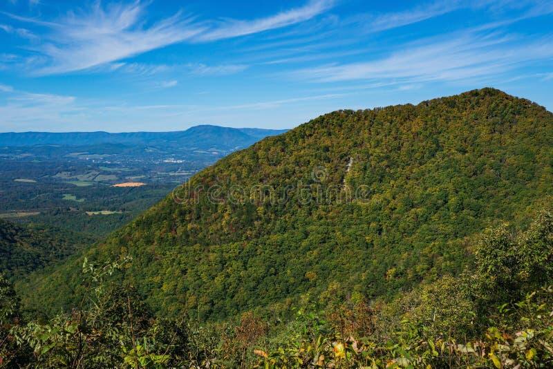 Früher Autumn View der blauen Ridge Mountains-, Valley- und Allegheny-Berge lizenzfreies stockfoto