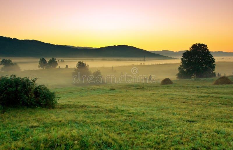 Früher Morgen im Dorf stockfoto
